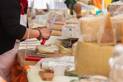 גבינות בשוק בהולנד